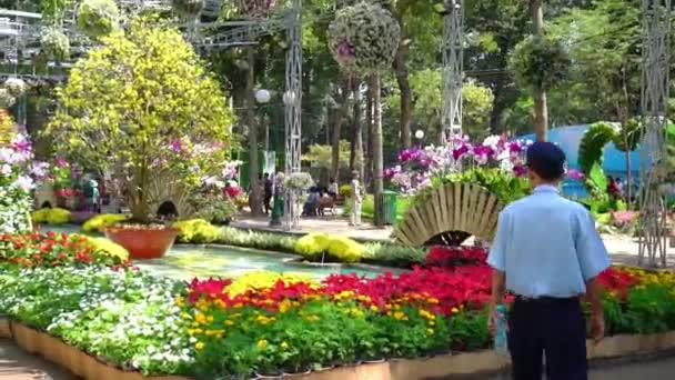 Ho Chi Minh City, Vietnam - 22. ledna 2020: Uměle zdobené park květinový festival láká mnoho turistů k návštěvě Lunar Nový rok v Ho Chi Minh City, Vietnam