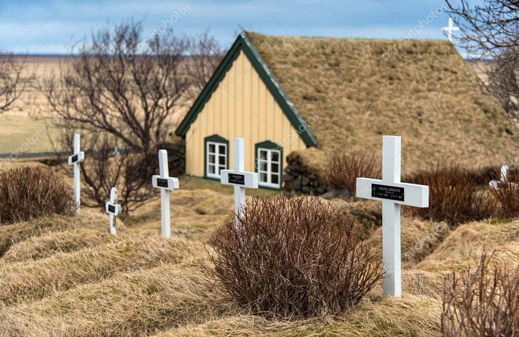 Chiesa di tappeto erboso a hof in islanda foto for Tappeto erboso a rotoli prezzi
