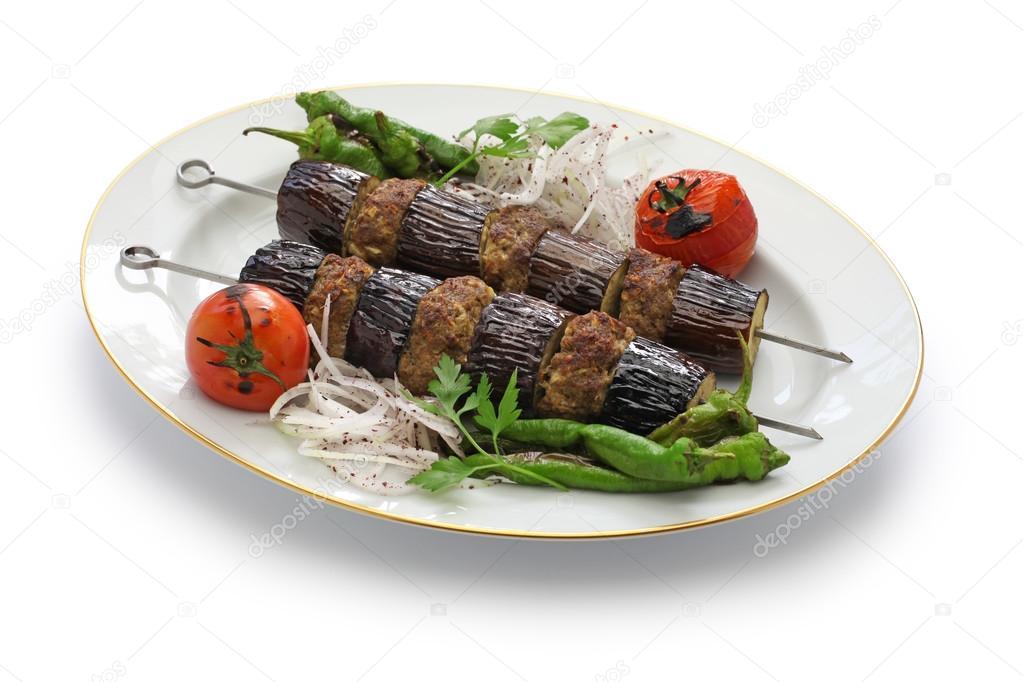 kebab melanzana, patlican kebab, cucina turca, isolato su priorità ...