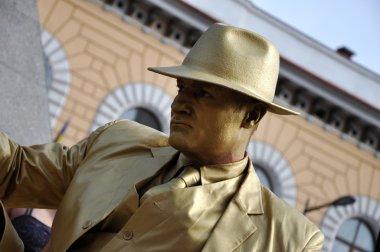 Street performer, living statue in golden costume