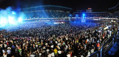 Parting crowd of people during a David Guetta concert