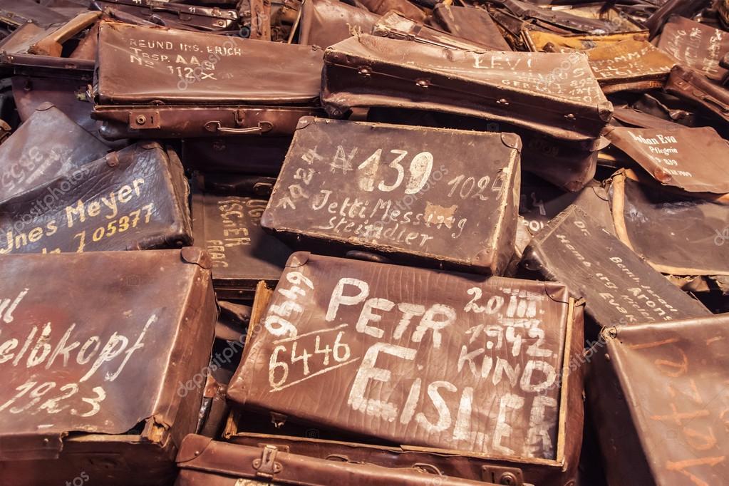 Risultati immagini per valigie auschwitz con nomi ebrei