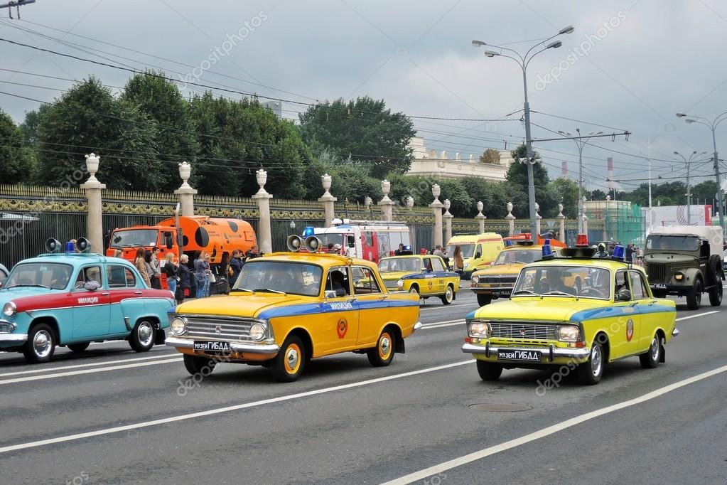 Old cars at First Moscow Parade of City Transport – Stock Editorial ...