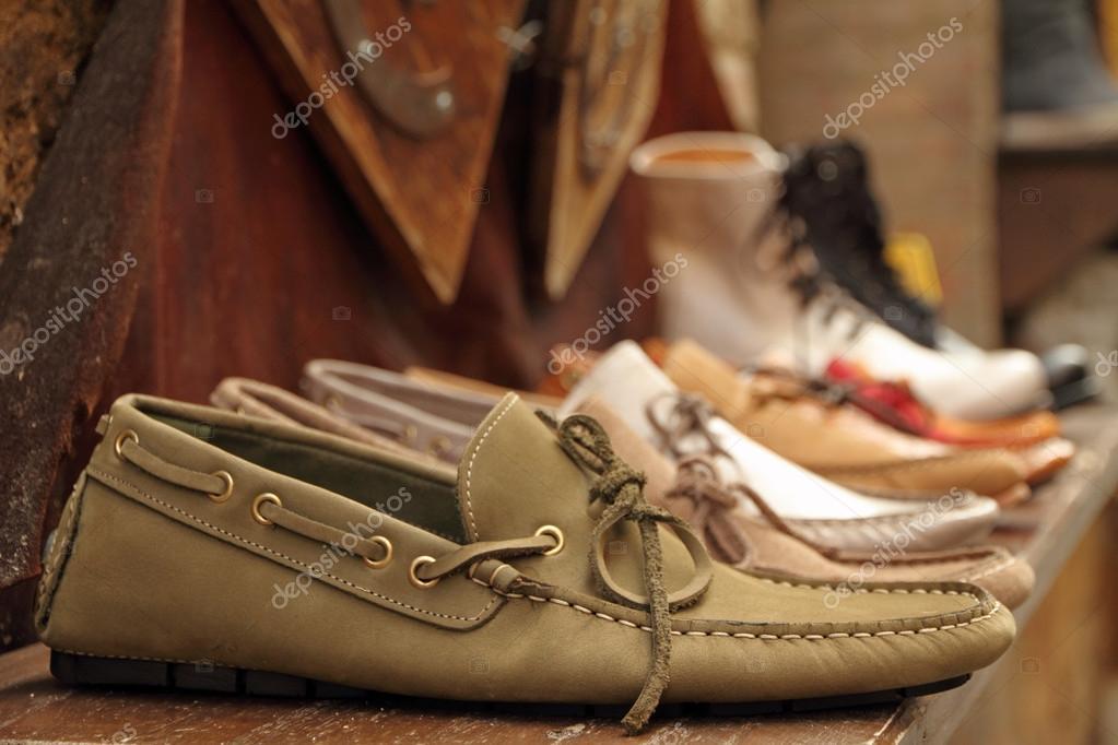 de8eedbd371896 Мокасини стиль взуття на полиці італійський взуття виробник, Італія — Фото  від Malgorzata_Kistryn  ...