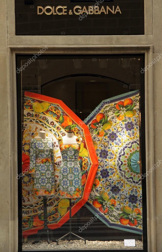 Firenze - 23 giugno  Dolce e Gabbana   boutique a Firenze in via Tornabuoni  su giugno fe0a36ca6e8