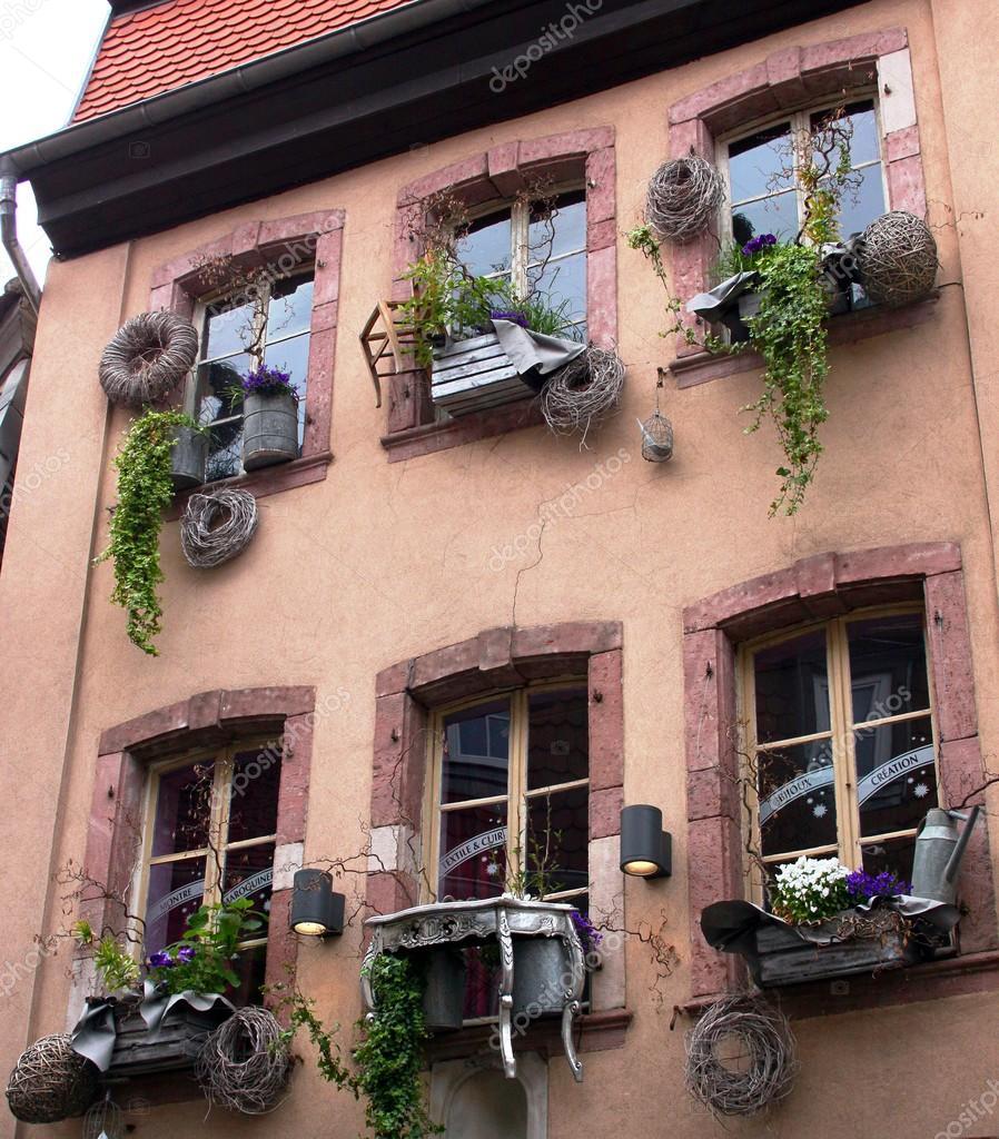 Decoraci n extraordinaria ventana de una casa antigua for Decoracion de casas antiguas fotos