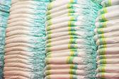 Kinder Windeln gestapelt in einen Haufen im Kinder-Zimmer