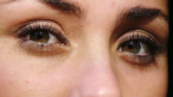 schöne Augen der jungen Frau