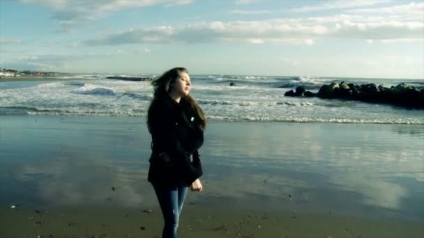 Красивые одинокие девушки видео фото 697-468