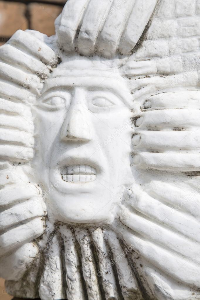 Statue of man's face with gritted teeth — Stock Photo