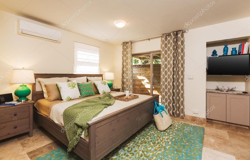 habitación en casa contemporánea — Foto de stock © EpicStockMedia ...
