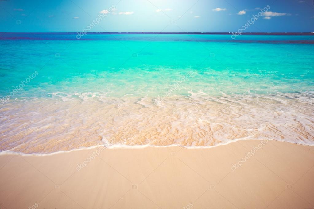 Mare e spiaggia di sabbia bianca tropicale foto stock - Immagini di spongebob e sabbia ...