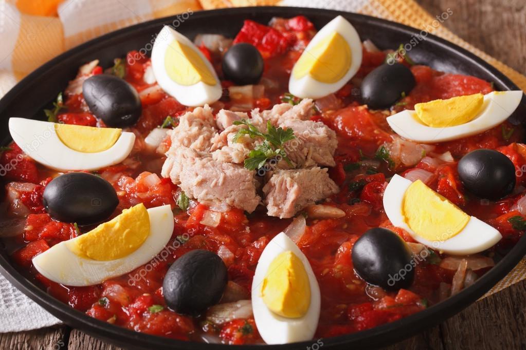 Potrawy Kuchni Arabskiej Salatka Z Tunczyka Z Warzyw I Jajek