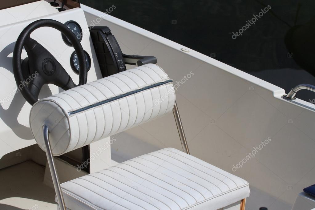 Συνδέστε το τιμόνι του σκάφους
