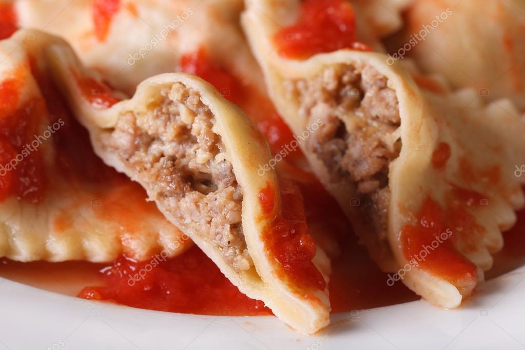 Raviolis rellenos de carne en salsa de tomate macro horizontal fotos de stock lenyvavsha - Salsa para relleno de carne ...