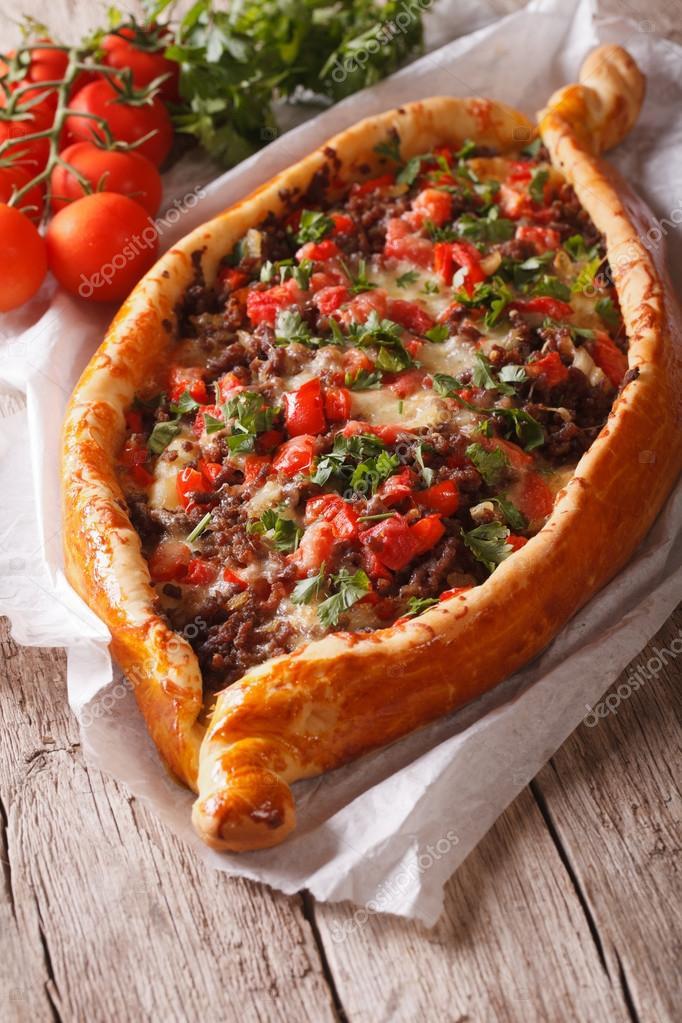 Turkish Pide Pizza Mit Rindfleisch Und Gemüse Close Up Vertikale