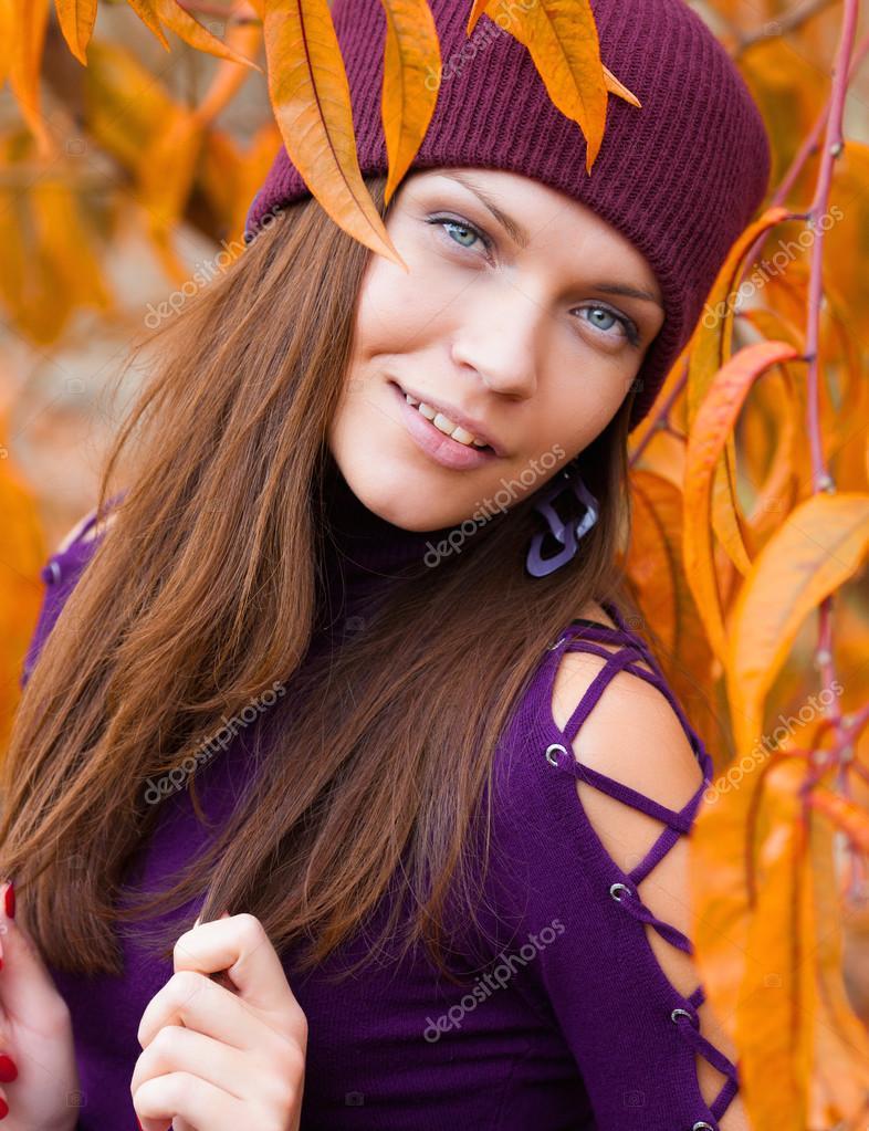 Beautiful woman near the autumn tree