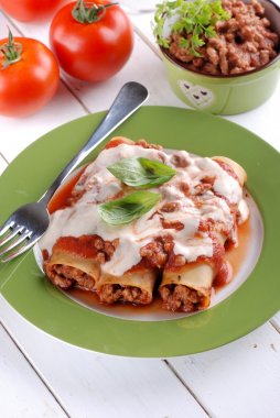 cannelloni with meat sauce