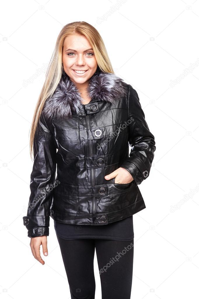 Szép fiatal szőke nő egy rövid fekete szőrme galléros kabát — Stock Fotó 7b907ae1f8