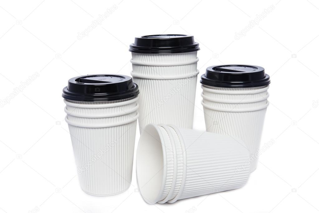 Tazas de cartón blanco para bebidas frías y calientes — Foto de ...