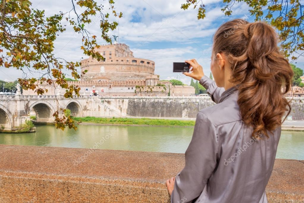 Frau von hinten nehmen Foto von Castel StAngelo in Rom