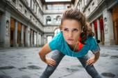 Young koncentrované sportovkyně je chytat dech