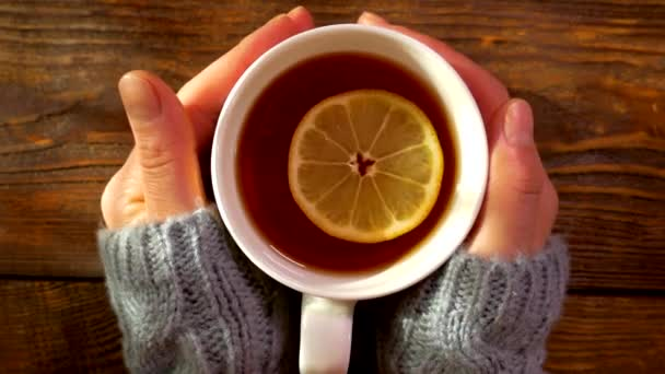 Warm tea with lemon. Warm the palms of your hands on a mug with a warming drink. Cold treatment.