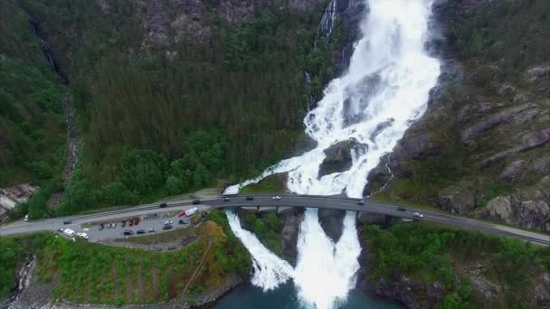 https://st2.depositphotos.com/1381835/9153/v/600/depositphotos_91535458-stock-video-langfossen-waterfalls-in-norway-aerial.jpg