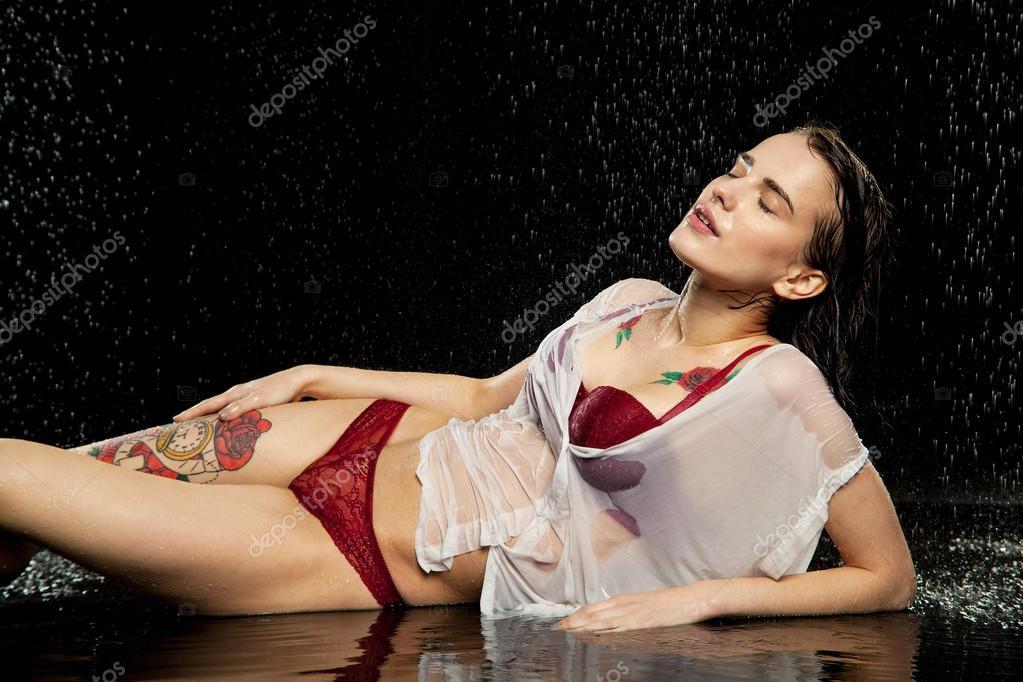 Девушки в мокром розовом белье — 13