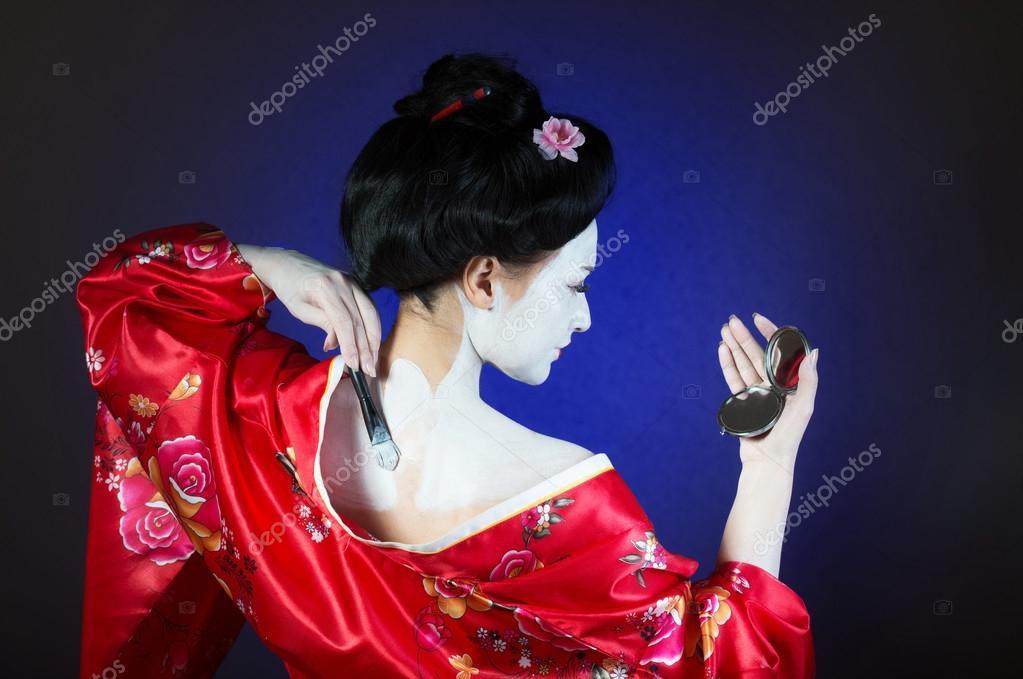 Girl applying geisha makeup — Stock Photo