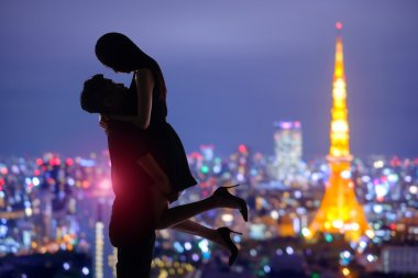 silhouettes of romantic lovers