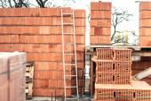 Fotografia Parete di edificio con mattoni professionale, sito di costruzione della nuova casa