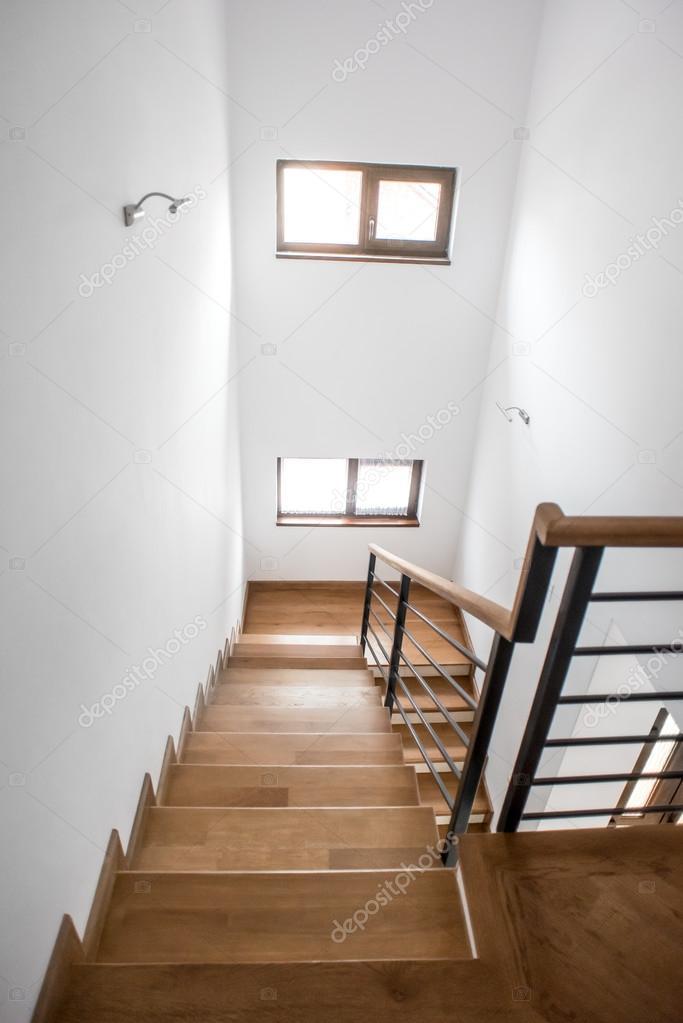 Escaleras de sala de estar moderna minimalista dise o de - Disenos de escaleras de madera para interiores ...