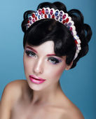Fotografie Glamor. Beautiful Brunette in Crown with Jewels