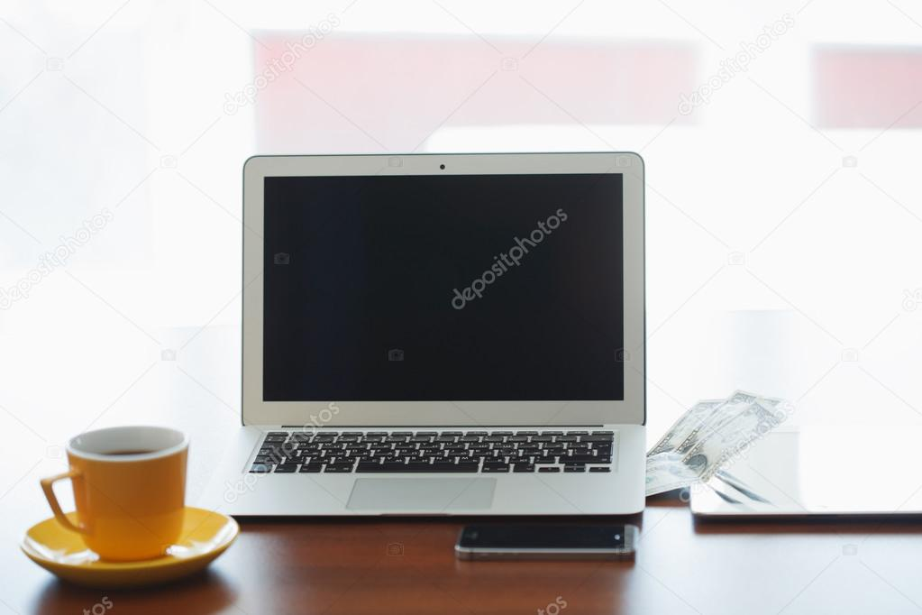 Technologies de l entreprise lieu de travail avec portable