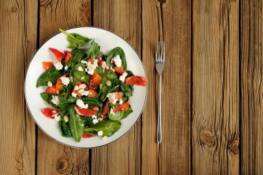 Spinach and blood oranges salad with cottage cheese and peanuts
