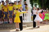 Orel, Rusko - 01 června 2015: Dětský den, dva páry childre