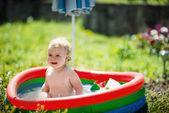 Photo Little girl swimming in pool