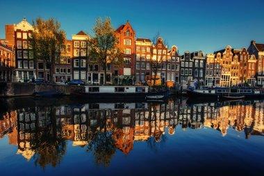 """Картина, постер, плакат, фотообои """"прекрасная ночь в амстердаме. ночное освещение зданий и сооружений """", артикул 87392464"""