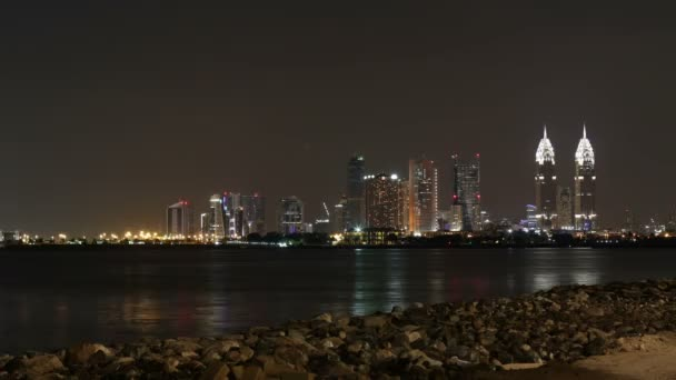 Noční panorama Dubaje