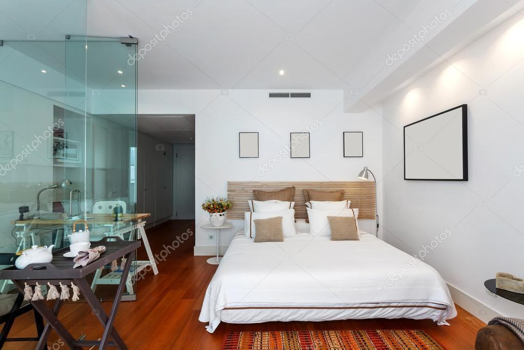 Casa singola camera da letto moderna — Foto Stock © papandreos #74203547