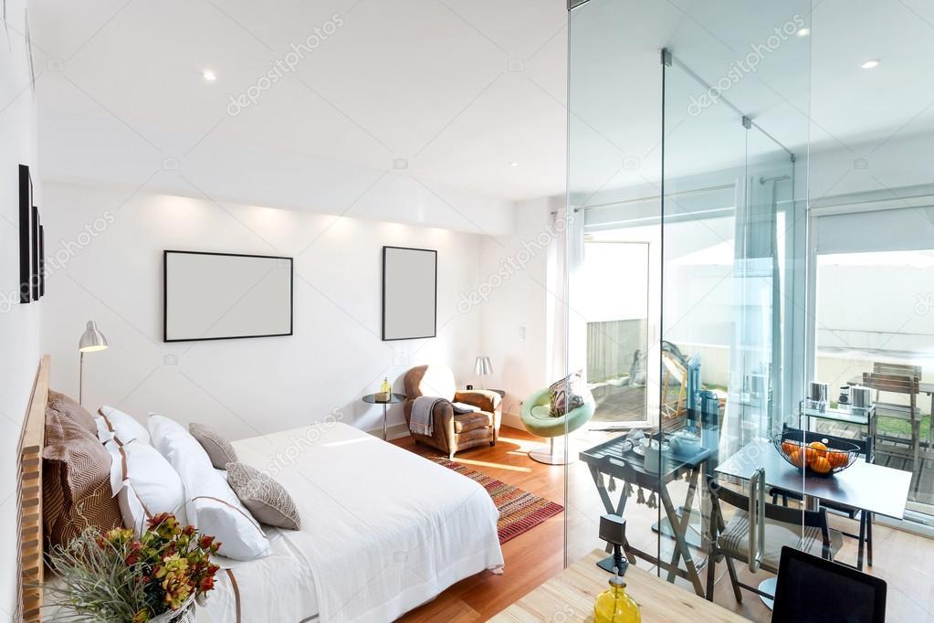 Maison moderne chambre simple — Photographie papandreos © #74203679