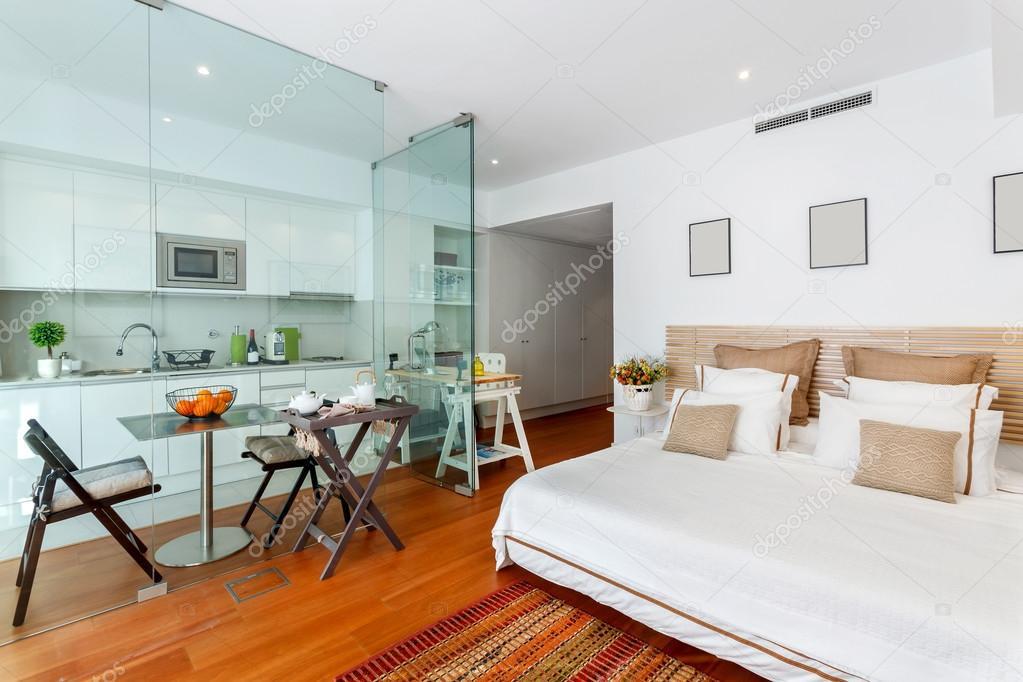 Casa singola camera da letto moderna — Foto Stock ...