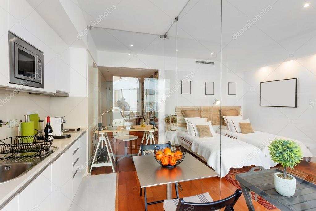 Maison moderne chambre simple — Photographie papandreos © #74204543
