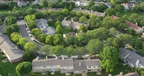Légi felvétel egy környékről Chicago külvárosában nyáron.