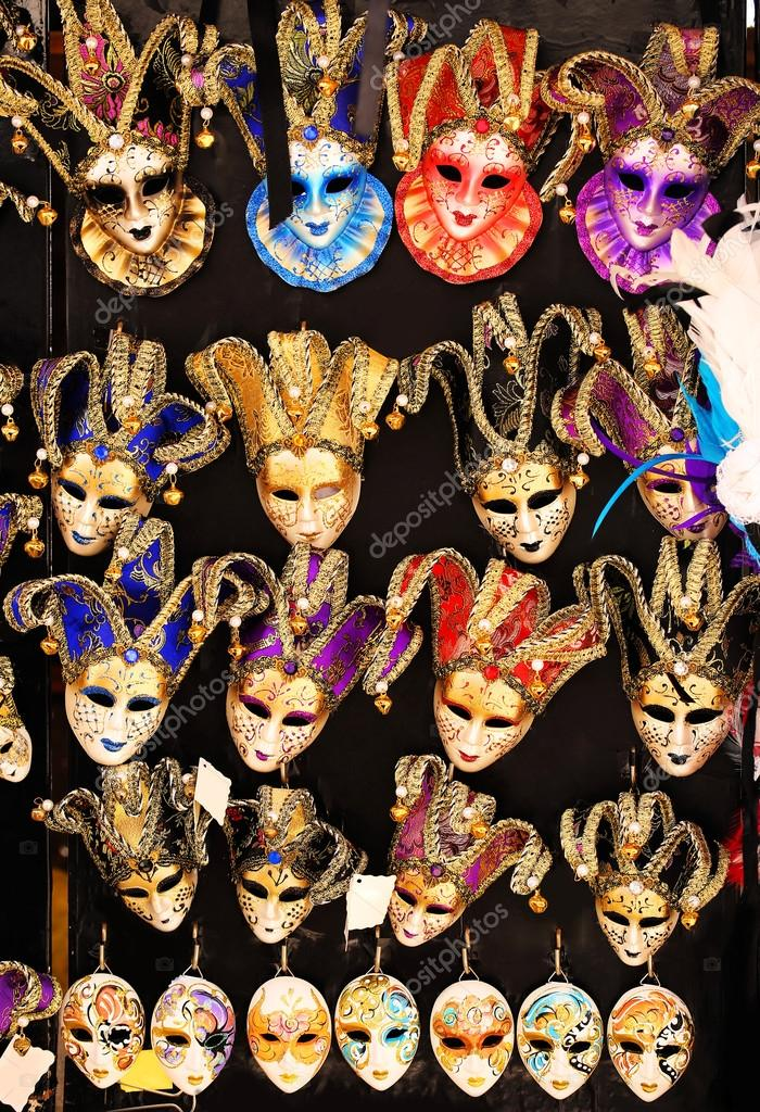 Suveniri - Page 4 Depositphotos_107965070-stock-photo-venetian-masks-for-carnival-souvenirs