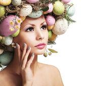 Ostern Frau. Frühling Mädchen mit Mode Frisur. Porträt