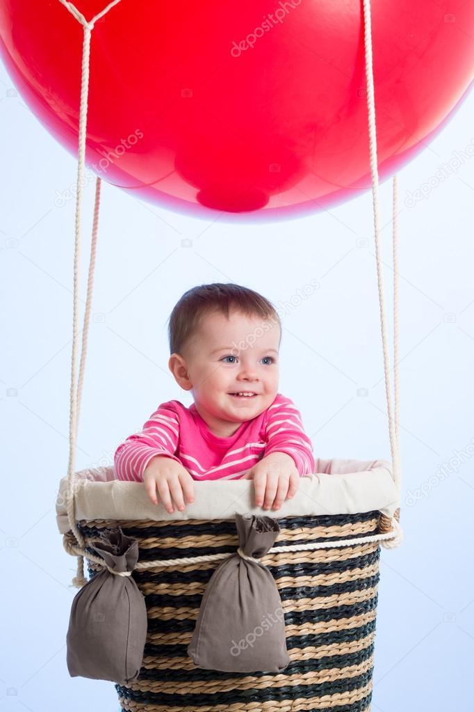 Воздушный шар и ребенок 80