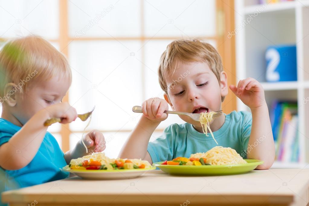 Imágenes: Niños Comiendo Comida Saludable