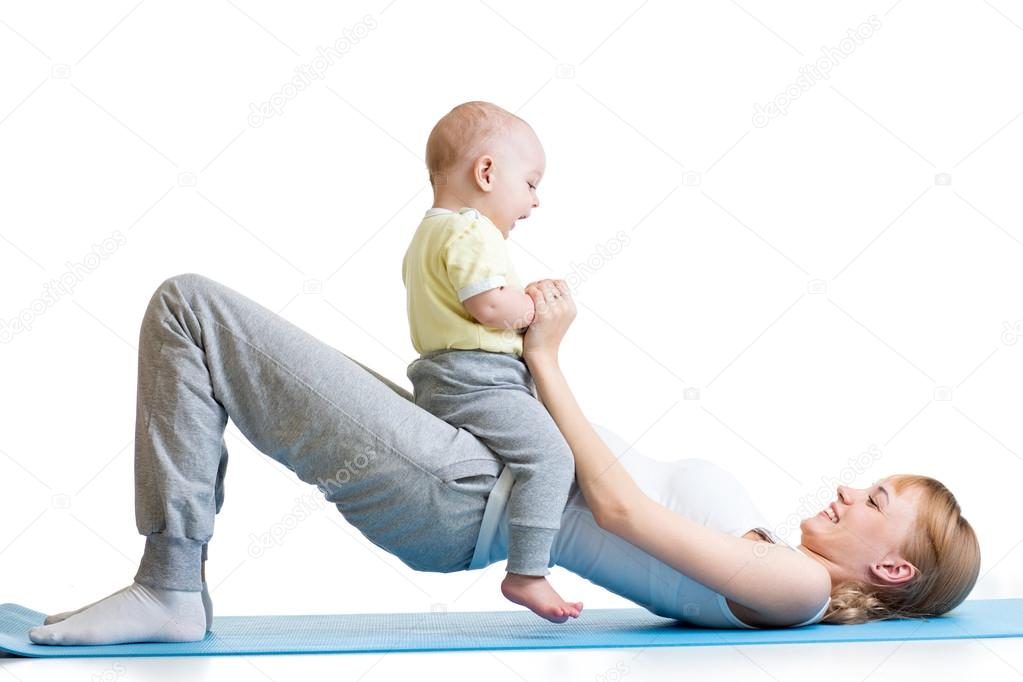 Young mother doing fitness exercises together with baby — Εικόνα από oksun70 faf16f7ef3f